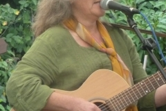 Barbara, die tolle Stimme der Gruppe …., String & Voices